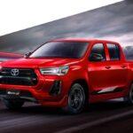 Nevetségesen kicsi kerekeken gördül a legsportosabb Hilux – Toyota hírek