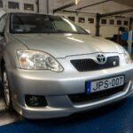 Emese megmentette a 192 lóerős Toyotát – Totalcar Erőmérő: Toyota Corolla TS1.8 – 2005.